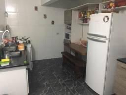 Casa para locação com 1 Dormitório, 2 Vagas de garagem e ótimo espaço