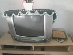 Vendo TV tubo com defeito