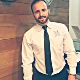 Homem para recepcionista com experiência em hotel