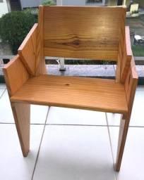Cadeira de madeira pinus