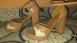 Vendo esses dois sapatos!