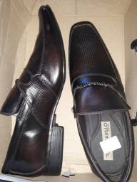 Vende-se esse sapato social novo