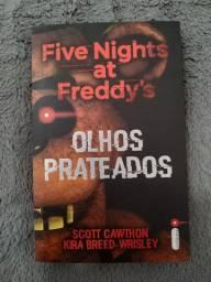 "Livro ""Five Nights at Freddy's - Olhos prateados"""