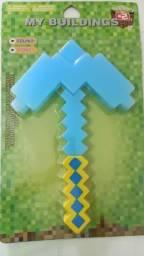 Picareta e Minecraft 33cm- (faz som e fica iluminada)