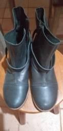 Vendo bota de couro feminina