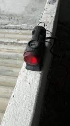 Lanterna e enche pneu para carro