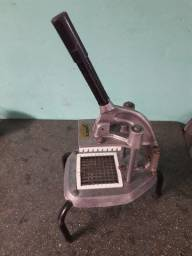 Máquina de cortar batatas.
