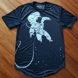 Camiseta Long Line Astronauta