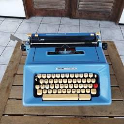 Olivetti Studio 46 linda na cor azul Maquina de escrever antiga - antiguidade