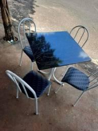 Mesa com cadeiras nova!