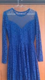 Vestido de renda curto azul com transparência no busto