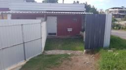 Casa tipo kitnet semi-mobiliada Hauer/Boqueirão, com vaga de garagem e aceita animais