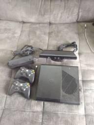 X-Box 360, Kinect, Dois controles originais + jogos.