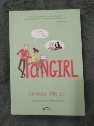 "Livro ""Fangirl"" de Rainbow Rowell"