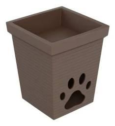 Vasos de planta em polietileno com casa de cachorro