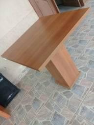 Mesa e cadeira laqueda