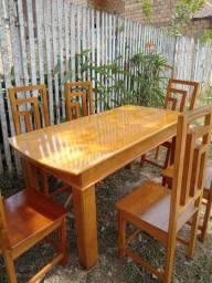 Jogo de mesa de 6 cadeiras feita com madeira moracatearia e cedro