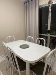 Mesa branca com 6 cadeiras brancas/grafite
