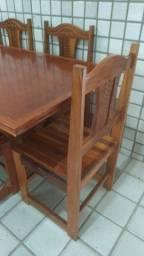Mesa e 06 cadeiras em Madeira Maciça em Excelente Estado.