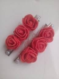 Presilha bico de pato com rosas