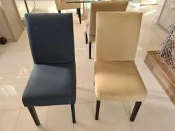 Conjunto de 6 cadeiras de madeira estofadas.