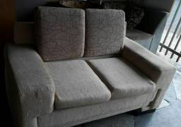 sofa de 2 lugares com acentos e encostos de almofadas removíveis *semi-Novo<br>