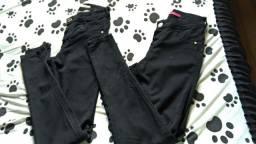 Desapego calça jeans preta N 36. Ótima pra trabalhar. As duas por 17,00