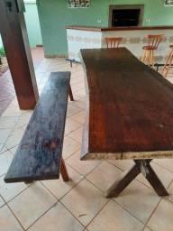 Mesa em madeira Chimbuva Pantaneira com um banco