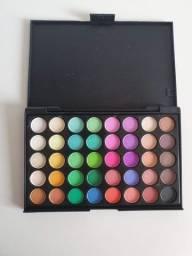 Maquiagem com 40 cores