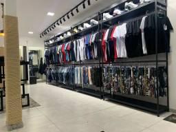 Linda loja roupas e calcados
