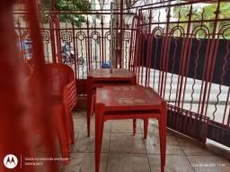 Conjunto de mesas e cadeiras de bar e restaurante