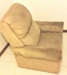 Poltrona reclinável, confortável, em ótimo estado