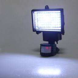 Refletor Solar 60Leds com sensor de movimento