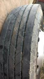 Rodas com pneus novos