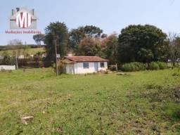 Chácara com casa antiga, terreno maravilhoso, arborizado com nascente - venha conhecer