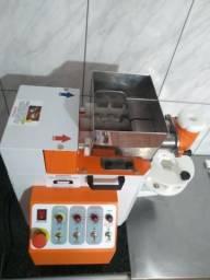 Maquina de Coxinha - Compacta Salgados 120 Bivolt
