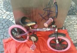 Vendo bicicleta infantil pra sair hoje nova