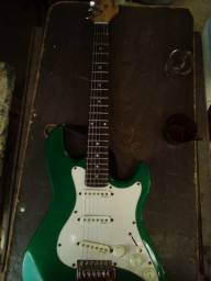 Vende-se guitarra eletrônica