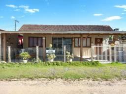 1268 Oportunidade. Casa Mista no Bairro Salinas, distante 1.400 metros da lagoa