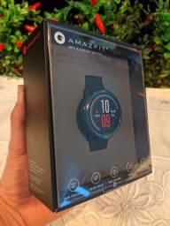 Amazifit Pace com GPS e 4GB de espaço interno para música.
