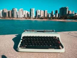 Teclado macio Maquina de escrever antiga - antiguidade