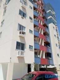 Apartamento para alugar com 3 dormitórios em Itacorubi, Florianópolis cod:597176