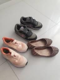 Três pares de sapato 2 Nike e uma Melissa