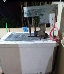 Máquina de fabricar picolés e sorvetes , e freezer