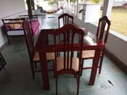 Mesa muito nova 4 cadeiras
