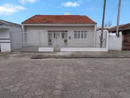 Casa para aluguel temporada na praia do Mar Grosso. Laguna-SC. Até 15 pessoas