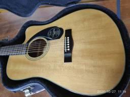 Vendo violão fender com case.