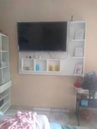 Vendo televisão e painel
