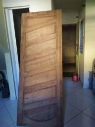 Porta de madeira maciça nova