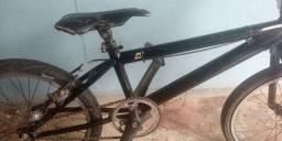 Bicicleta de bmx semi nova